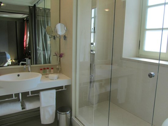 Gran Melia Rome: bathroom