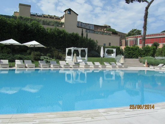 Gran Melia Rome: By poolside