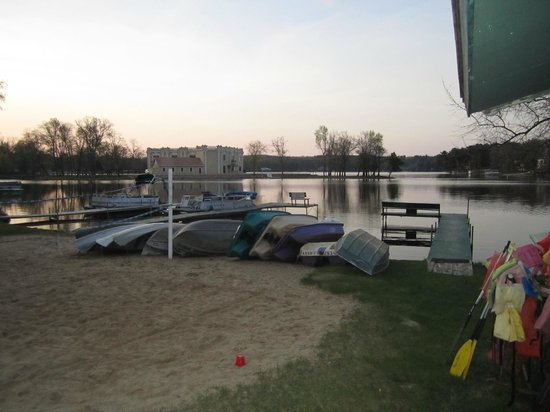 Sandrift Resort: Our view with piers and boats