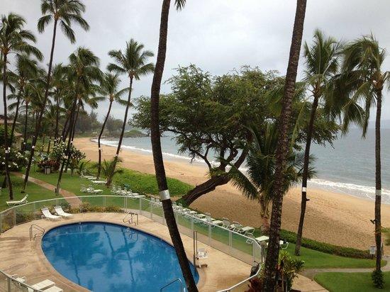 Hale Pau Hana Beach Resort: View from our balcony on a cloudy day
