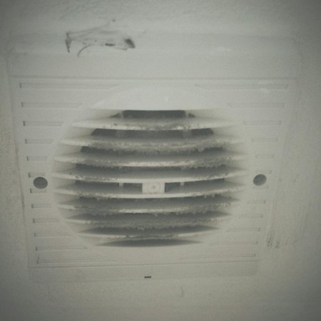 St. George's Lodge : Bathroom extractor fan