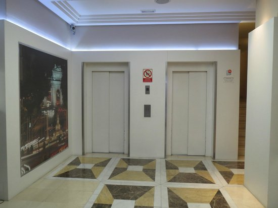 Tryp Madrid Cibeles Hotel: Cuando entras al hotel