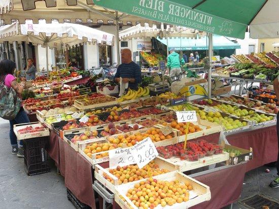 Villa San Simone : Pistoia market