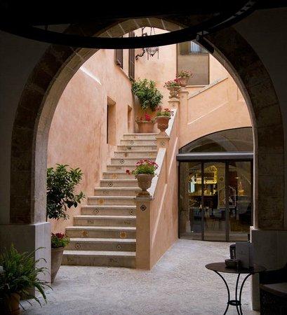 Posada Terra Santa: Fra hotellets inngansparti