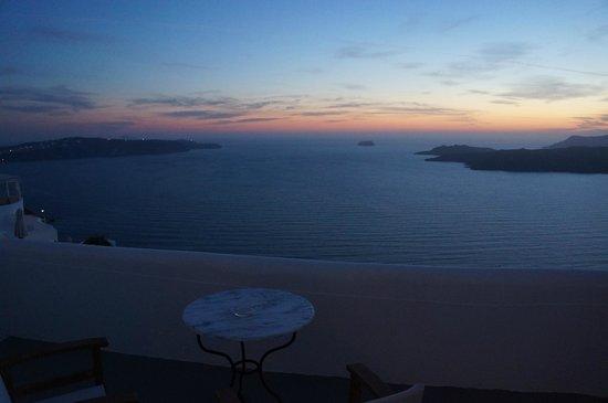 Fantasy Travel: Our hotel room in Santorini