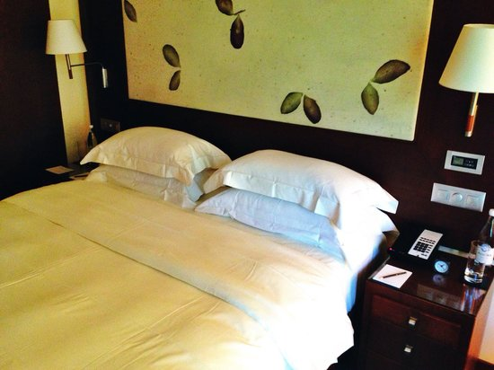 Park Hyatt Zurich: Bed is awesome!