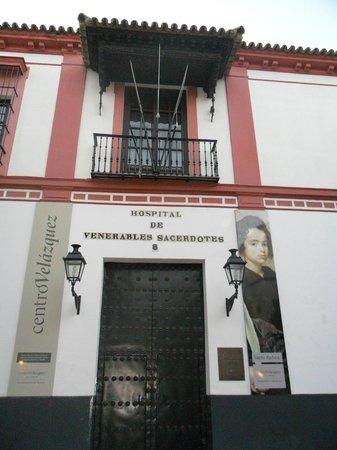 Fachada del Hospital de Los Venerables.