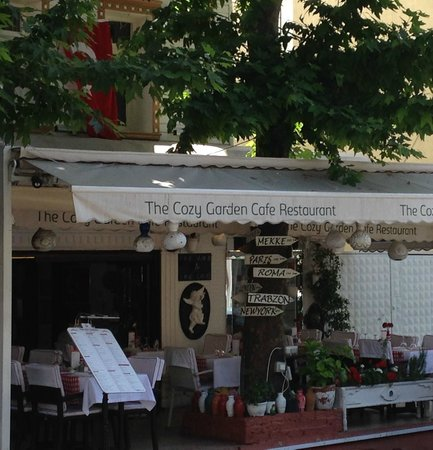 The Cozy Garden Restaurant : from the three french golden girls
