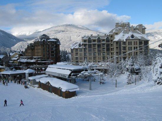 Pan Pacific Whistler Mountainside: Hotelaussenansicht von der Piste aus