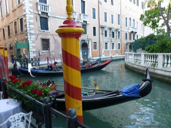 Baglioni Hotel Luna: Outside of Hotel at Entrance