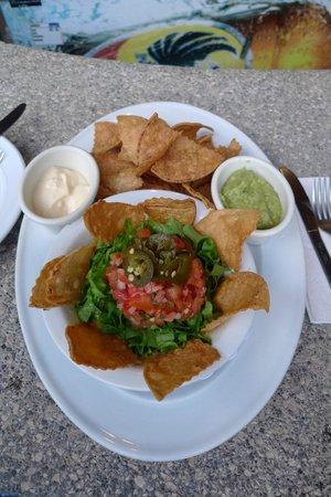 Hotel Playa Espadilla: nachos by the pool