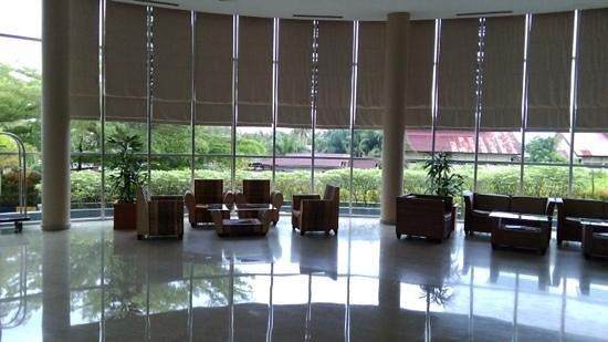 Luwansa Hotel: lobby area