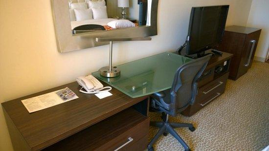 Renaissance Newark Airport Hotel : Desk
