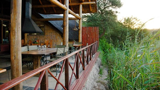 Nyaru Private Game Lodge: Dinning deck