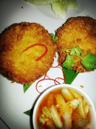 H Bistro at Hansar Samui: Tasty and bouncy white fish and crab cake