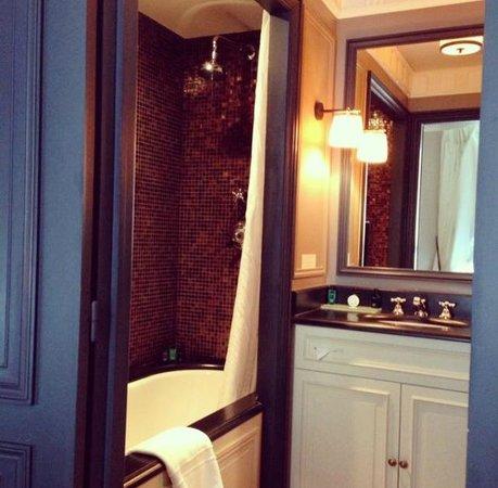 Maison Athénée : bathroom