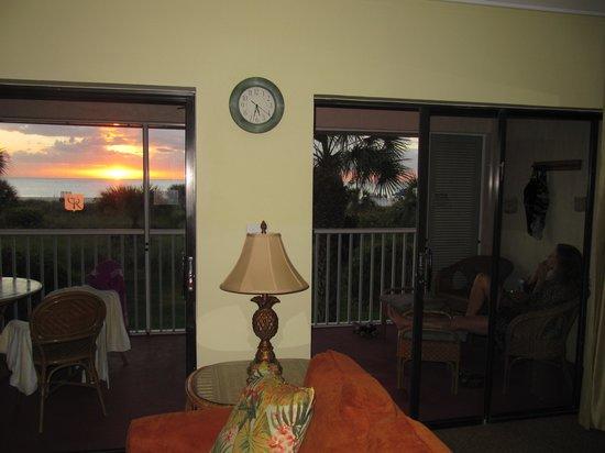 Club Regency of Marco Island: Wohnzimmer mit Sonnenuntergang