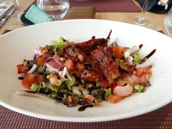Le Cabanon : Duck Salad - Yum!