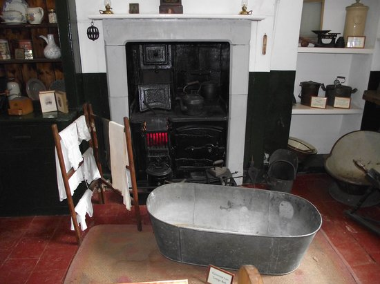 Holkham Hall: A bath in front of the fire