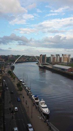 Gateshead Millenium Bridge: Gateshead Millennium Bridge