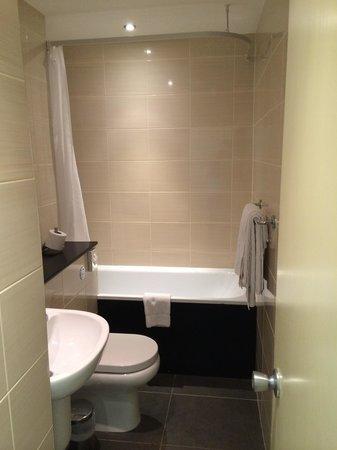 Hallmark Hotel Spa and Leisure Club: Bathroom