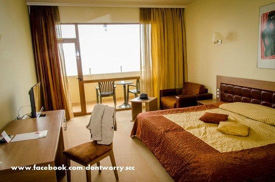 Sol Nessebar Palace: room