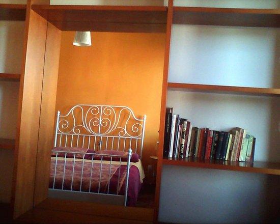 A Casa Di Chiara: Camera gialla specchio
