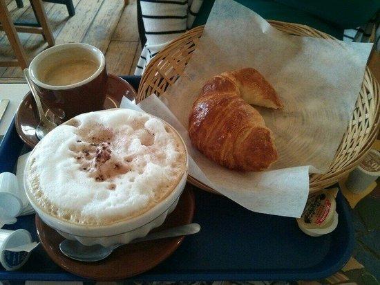 cafe-au-lait-croissant