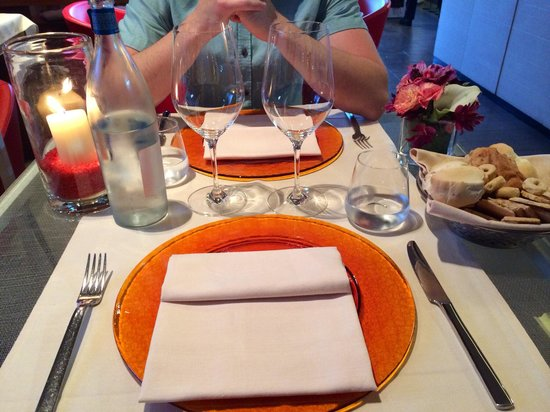 Lineadombra: Table setting