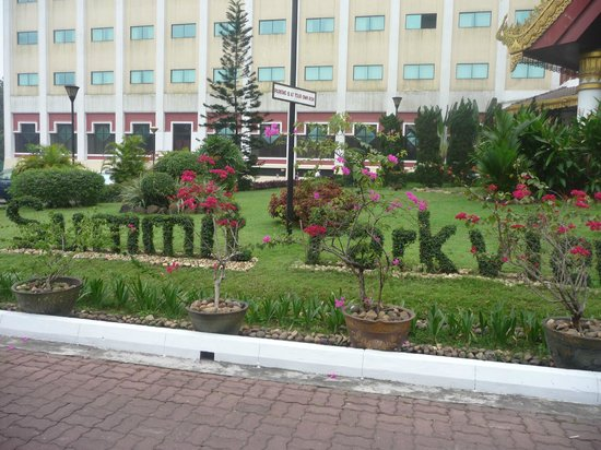 Summit Parkview Hotel: Hotel landscaping