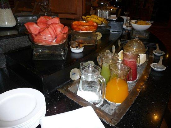 Summit Parkview Hotel: Breakfast buffet