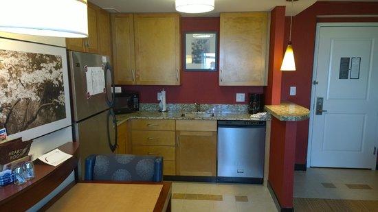 Residence Inn Arlington Capital View : Kitchen