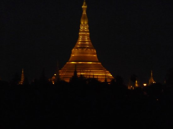 Summit Parkview Hotel : View of Shwedagon at night from our room