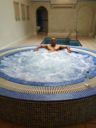 Atholl Palace Hotel: Relaxing in the jacuzzi