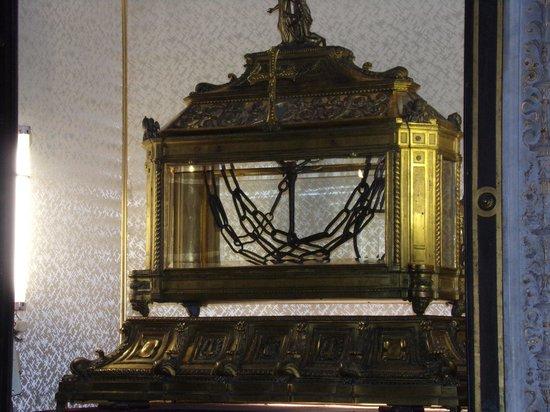 Saint-Pierre-aux-Liens (San Pietro in Vincoli) : chains