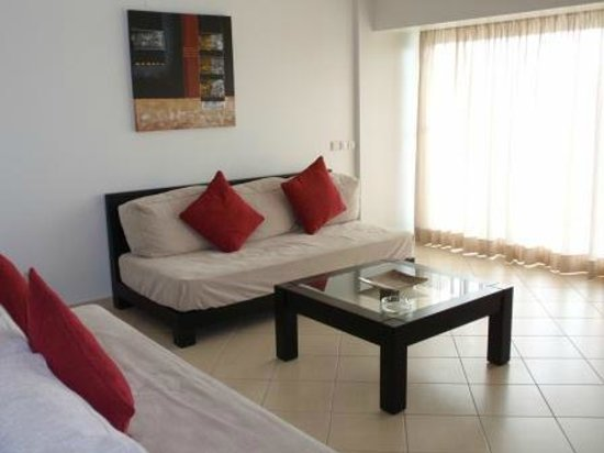 Parque Mourabel Apartments: Deluxe One Bedroom Apartment - living room