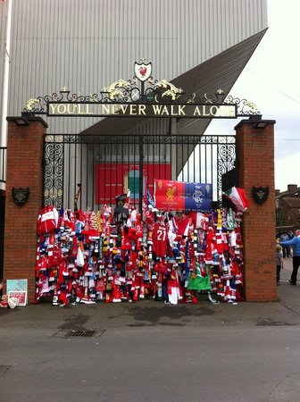 Anfield Stadium : YNWA