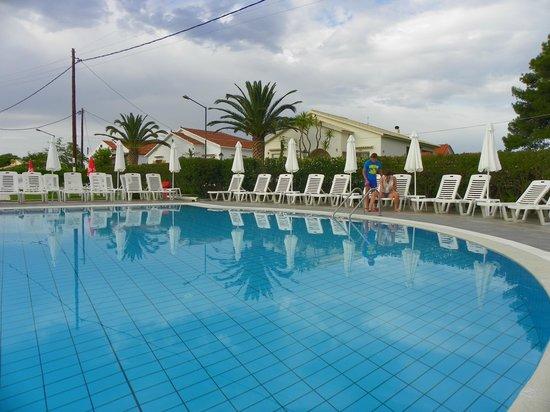 Matoula Apartments : pool area