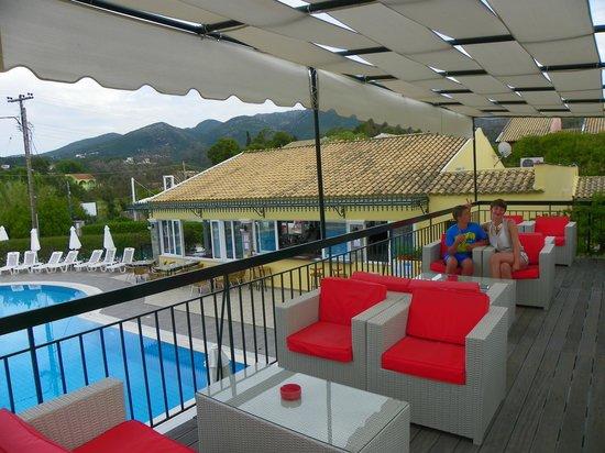 Matoula Apartments : bar area