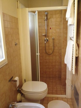 Bed and Breakfast Galileo 2000 : shower