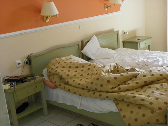 Matoula Apartments : one of the bedrooms