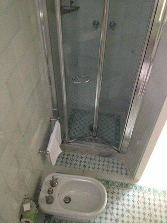 Hotel Italia: doccia