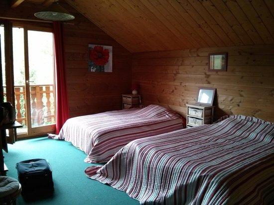Le Retour aux Sources : First floor third room (carpet)