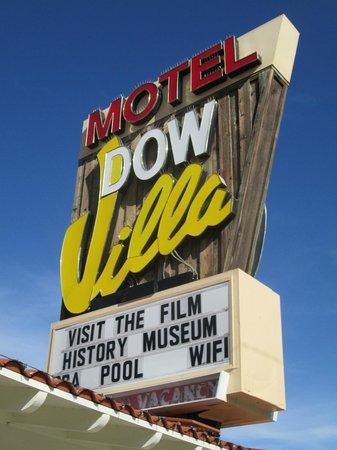 Dow Villa Motel: motel sign, also for hotel