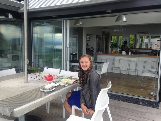 Acacia Cliffs Lodge: Happy teen in Taupo