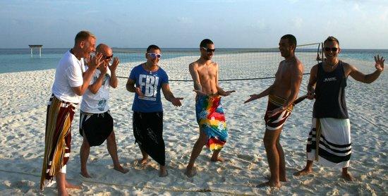 VOI Maayafushi Resort: Man(n) trägt Pareo!