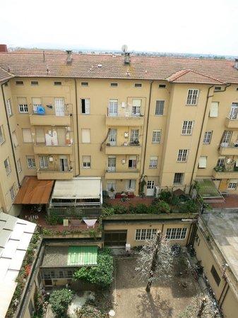 Hotel La Pace : Вид из окна во внутренний дворик