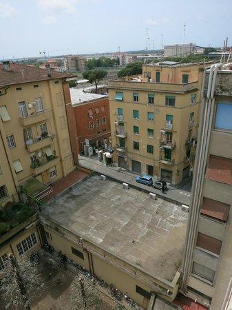 Hotel La Pace : Вид из окна во внутренний дворик2
