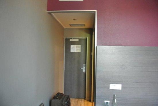 Hôtel de Bourgogne : Entrée de la chambre