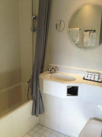Hotel SP34: Room 502 Bathroom